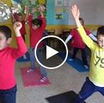 Vídeo: Clase de yoga en 3º